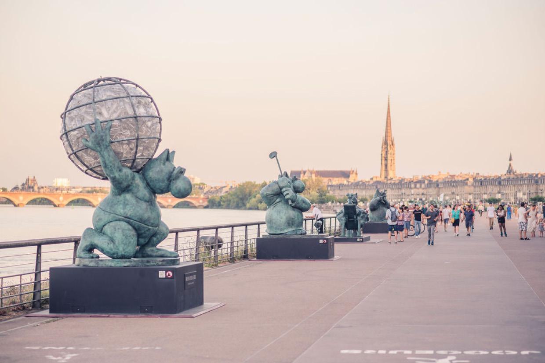 Vues des sculptures de Geluck sur les Quais de Bordeaux © Studio Fiftyfifty